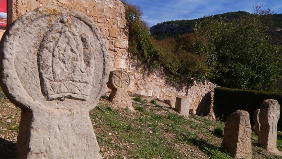 El cementerio medieval de Fuentespalda | Historia y patrimonio ...